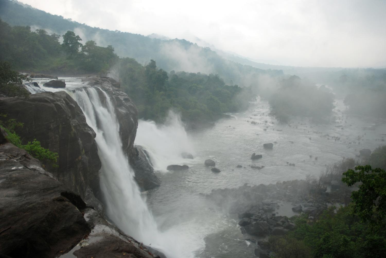 Cochin–Athirappally–Valparai Tour Package